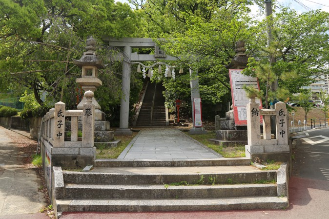上新田天神社の全体写真