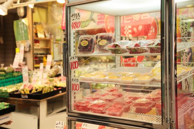 天神橋筋商店街の果物屋さんの写真