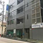 このビルの3Fです