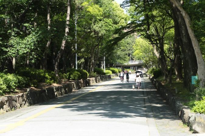 緑地公園駅の遊歩道