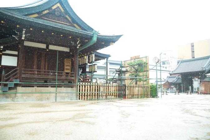 土砂降りの大阪天満宮