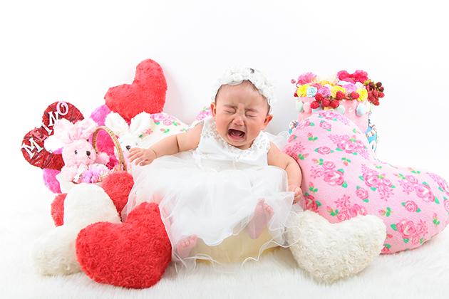 赤ちゃんが泣いている写真