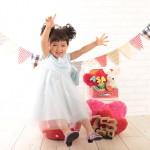 大阪の七五三写真撮影スタジオ・ハニーアンドクランチの3歳女の子洋装(ドレス・きぐるみ)のフォトギャラリーD255