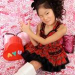 大阪の七五三写真撮影スタジオ・ハニーアンドクランチの7歳女の子ドレス・洋装のフォトギャラリーE079