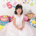 大阪の七五三写真撮影スタジオ・ハニーアンドクランチの7歳女の子ドレス・洋装のフォトギャラリーE106