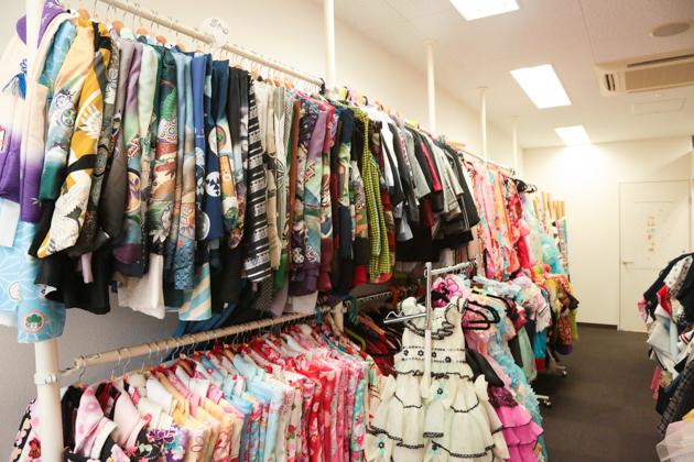 こども写真館HONEY&CRUNCHの神戸三宮・生田神社店の衣装ルーム02