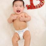大阪の初節句・ハーフバースディ写真撮影スタジオ・ハニーアンドクランチの洋装のフォトギャラリーH038
