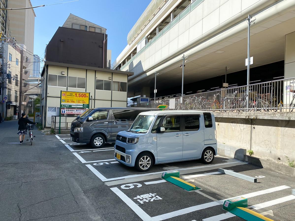 ハニーアンドクランチ神戸東店近くの駐車場01